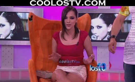 paty-cantu-laura-g-minifaldas-upskirt-calzones-blancos-hd002745