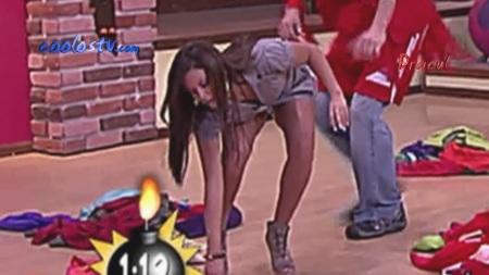 Mariana Echeverria Ense Ando Calzones Mientras Se Agacha En Minifalda