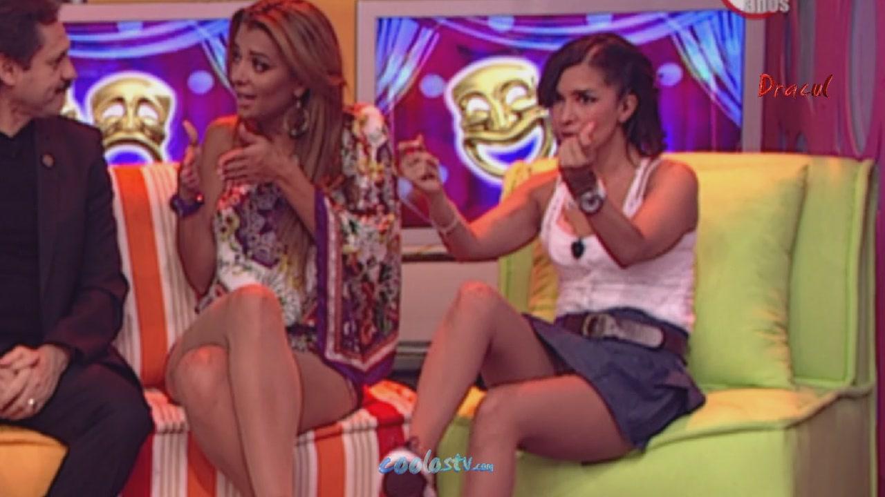 720 In Laura G Upskirt Minifalda Gris Calzones Rosas Culo Marcado HD