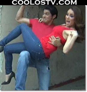 Cynthia Rodriguez en Microvestido Rojo Abierto HD