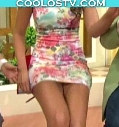 Vanessa Claudio Modelando Culo en Minivestido Floreado Ajustado Upskirt HD