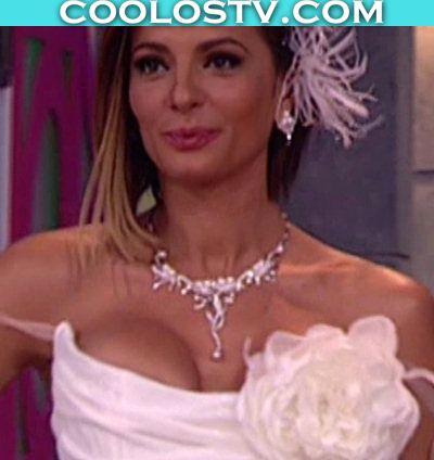 Cecilia Galliano Modelando Tetotas en Vestido de Novia
