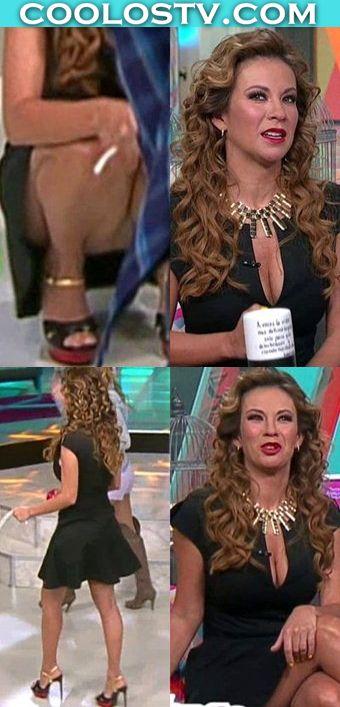 Ingrid-Coronado-Upskirt-Agachada-Minivestido-Plisado-vert
