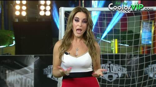 Patty Lopez de la Cerda Vestido Rojo Escote.0000