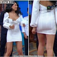 Kristal Silva Culote en Minivestido Blanco Ajustado